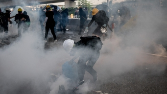Hong Kong Police and Protesters Clash, Ending Violence Lull<br />