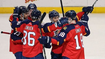 Panthers Skate Into First With Sixth Straight Win