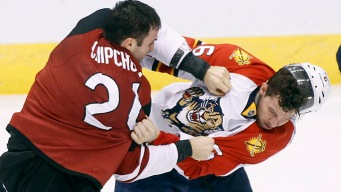 Panthers Drop Lopsided Contest to Coyotes