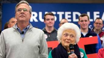 Jeb Bush Campaigns With Mom in New Hampshire