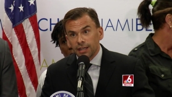 Miami Beach Mayor Wants to Raise Minimum Wage