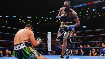 Wilder KOs Breazeale in 1st Round to Defend Heavyweight Belt