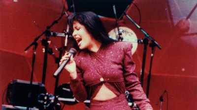 Netflix to Retell Selena's Life Story in Scripted Series