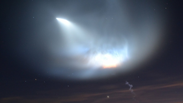 [NATL-LA] PHOTOS: SpaceX Falcon 9 Lights Up SoCal Sky