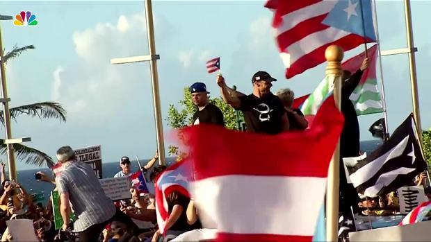 [NATL] Music Artists Appear Together at San Juan Protests