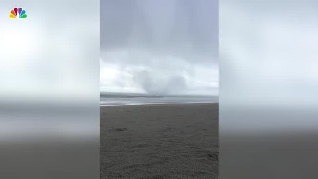 [NATL] Waterspout Comes Ashore in North Carolina