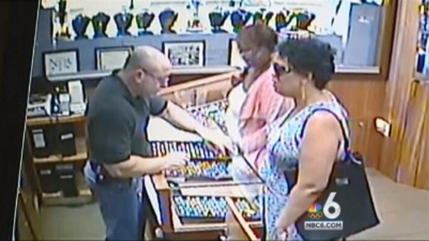 [MI] Heist of 2 Diamond Rings in Seybold Building Caught on Camera: Miami Police