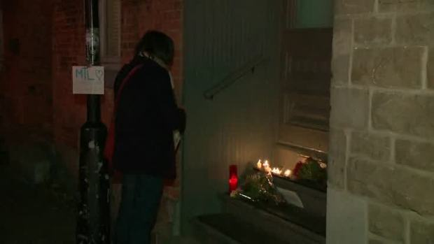 Mourners Lay Flowers, Pay Respects to Leonard Cohen
