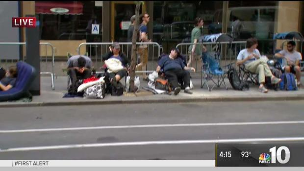 [NATL-PHI] Fans Camp Out in Hopes of Snatching 'SNL' Finale Ticket