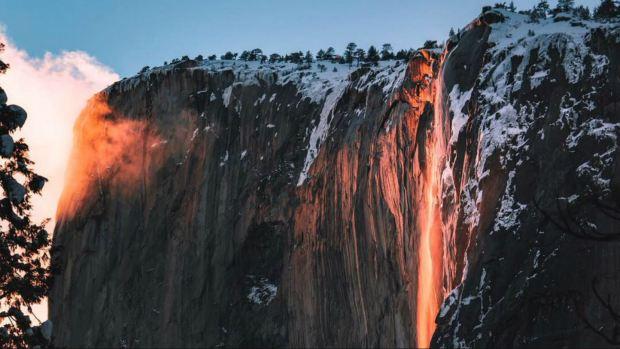 [NATL-BAY BW]Breathtaking 'Firefall' Lights Up Yosemite National Park