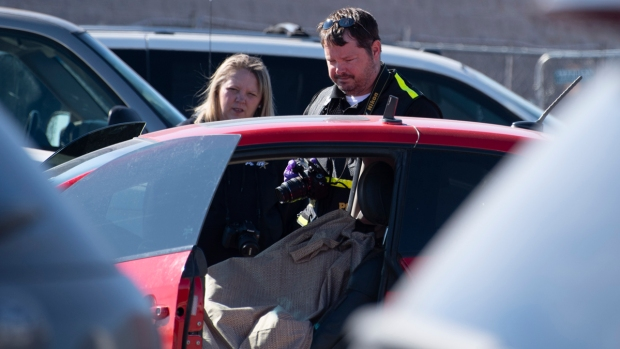 [NATL] Top News Photos: 3 Dead in Oklahoma Walmart Shooting, Fresno Shooting, More