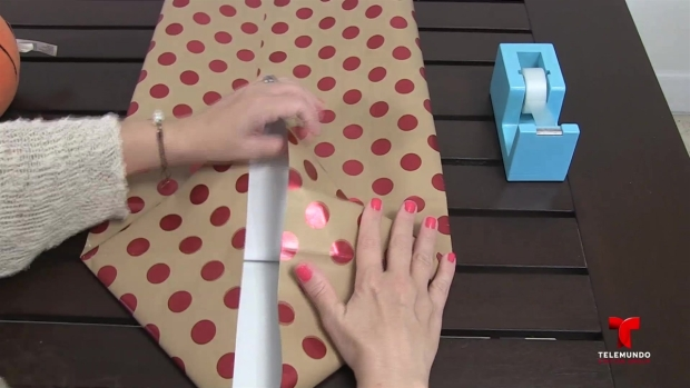 [NATL] How to Make a Gift Bag From Wrapping Paper