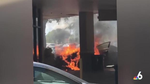 [MI] Car Catches Fire at Coral Springs Shopping Plaza