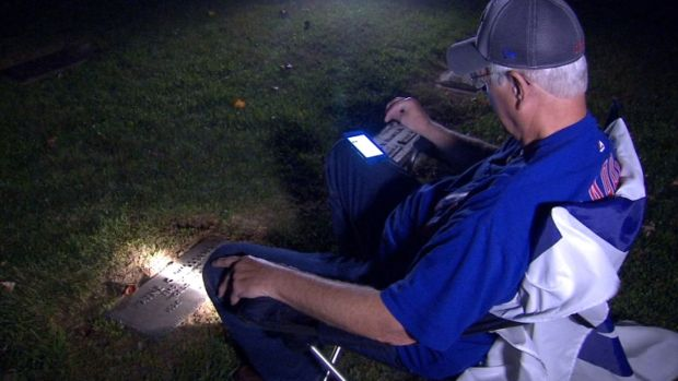 [NATL] Cubs Fan Listened to World Series Game at Father's Grave