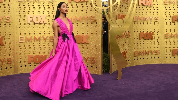 [NATL] PHOTOS: See the Hottest Looks From the 71st Emmy Awards