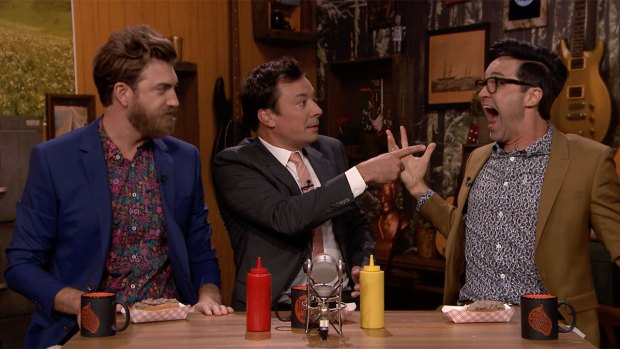[NATL] 'Tonight': Fallon, Rhett and Link Eat Dog Food Hot Dogs