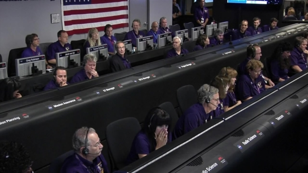 [NATL-LA] Watch: An Emotional End for Cassini's Team at Mission Control