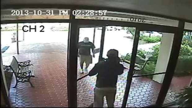 "[MI] RAW VIDEO: 2 Pompano Beach ""Distraction Theft"" Suspects"