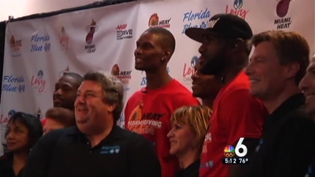 [MI] Miami Dolphins, Heat Give Away Turkeys for Thanksgiving