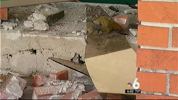 [MI] Car Crashes Into Oakland Park 7-Eleven