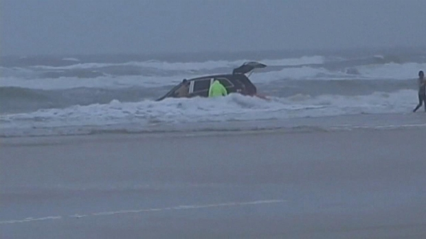 [MI] Family Rescued After Minivan Goes Into Ocean