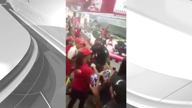 [MI] RAW: Fight at Miami Beach Five Guys Restaurant