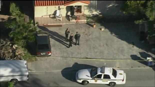 [MI] Police at Scene of Double Stabbing in SW Miami-Dade