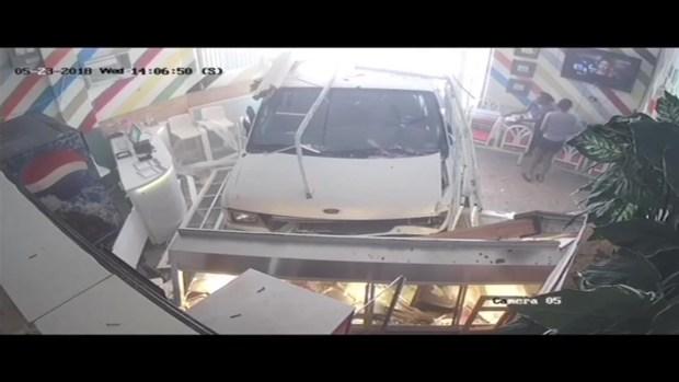 [MI] Van Crashes Into North Miami Restaurant