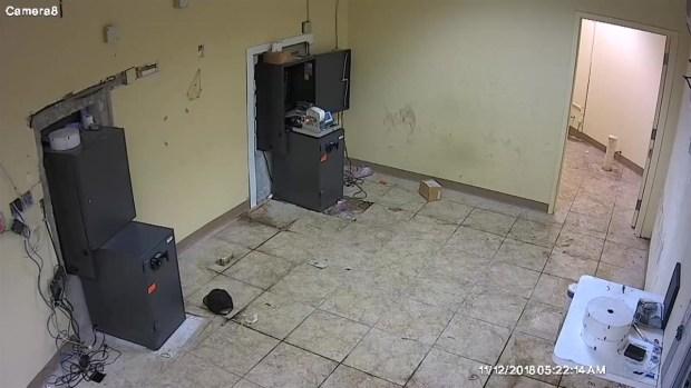 [MI] Miami ATM Burglar Caught on Camera