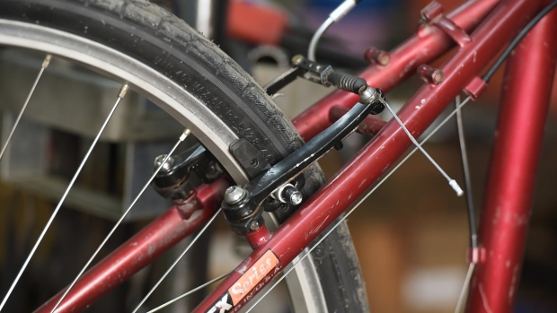 [NATL EARTH WEEK] Fixing Your Bike: How to Adjust Brakes and Brakepads