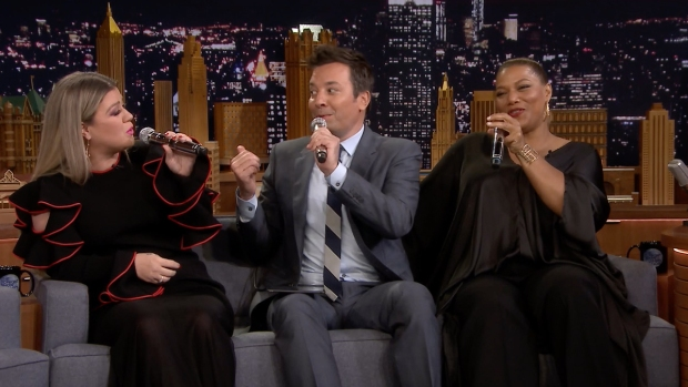 [NATL] 'Tonight': Kelly Clarkson, Queen Latifah Make Doo-Wop Song on iPad