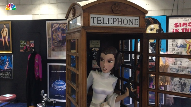 [NATL] Unique Debbie Reynolds, Carrie Fisher Items on Display at Comic-Con