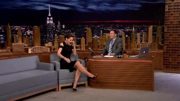 [NATL] Katie Holmes Shows Off Her Beyoncé Super Bowl Halftime Show Moves