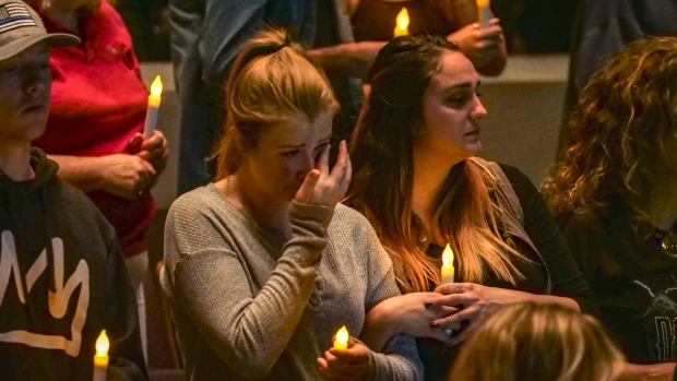[NATL] #ThousandOaksStrong: Community Mourns Victims of California Bar Shooting