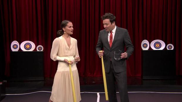 [NATL] 'Tonight': Alicia Vikander Teaches Jimmy Fallon a New Swedish Game