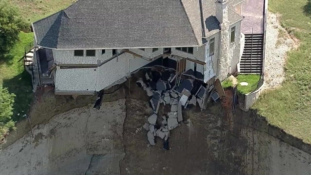 [DFW] Raw Video: House on Lake Whitney Cliff Falling Into Lake