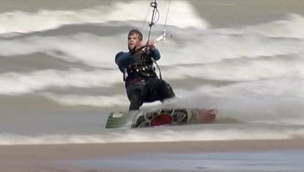 [CHI] Surfers, Kiteboarders Take to Big Waves on Lake Michigan
