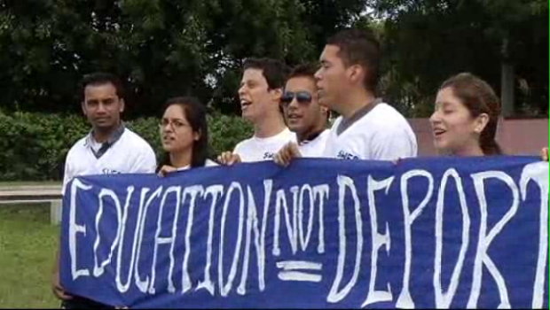 [MI] Dream Act Supporters Protest Deportations
