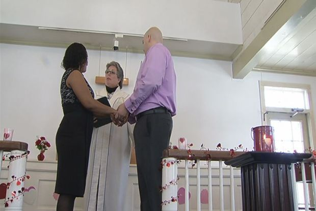 [HAR] Couple Ties the Knot in Free Valentine s Day Wedding
