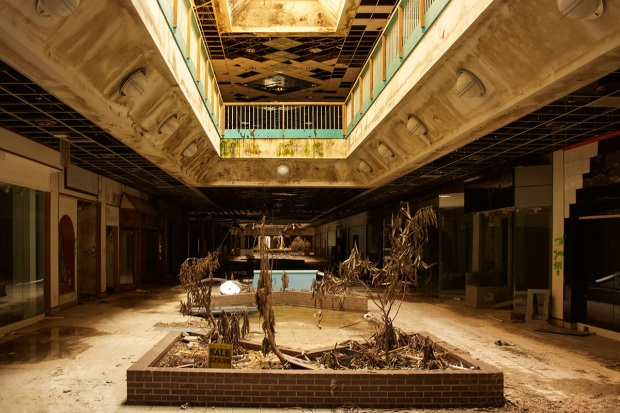 [NATL] Images of America's 'Creepiest' Abandoned Mall in Missouri