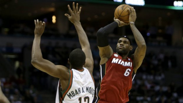 PHOTOS: Heat-Bucks Game 3