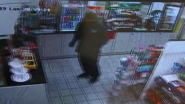 [MI] Armed Robbery Caught on Camera at Pembroke Pines Gas Station