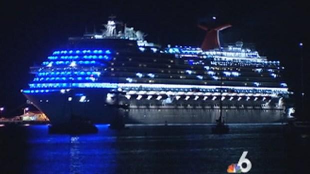 [MI] Carnival Dream Passengers Leave St. Maarten