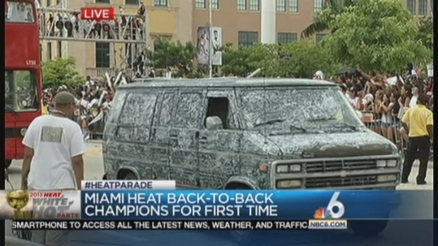 [MI] Miami Heat Fans Come Out to Celebrate at Championship Parade