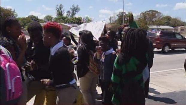 [MI] Carol City High School Students Hold Trayvon Martin Walkout