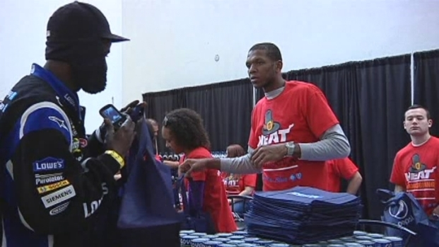 [MI] Miami Heat Stars Give Hot Thanksgiving Meals to Families at the Miami Rescue Mission