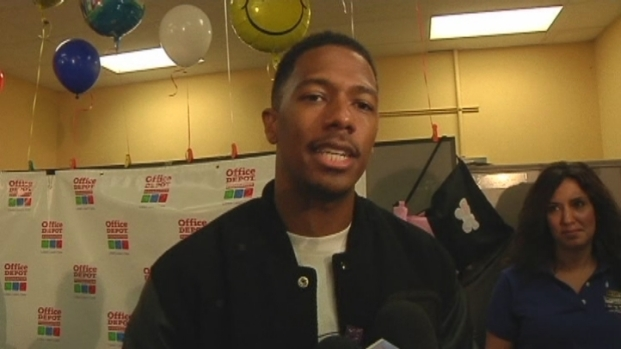 [MI] Nick Cannon Gives 20,000 Backpacks to South Florida Kids