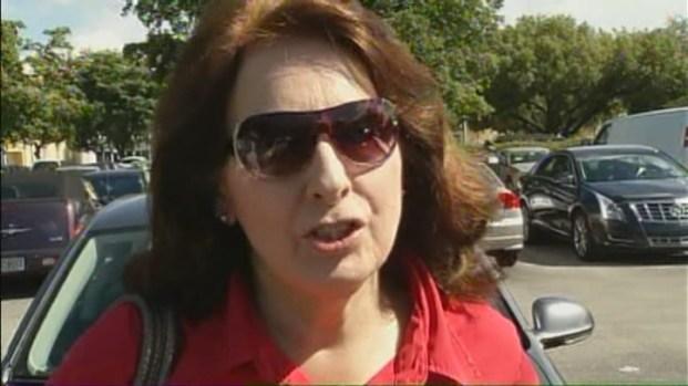 [MI] Voters Take Wait in Stride Near Miami's Mall of the Americas
