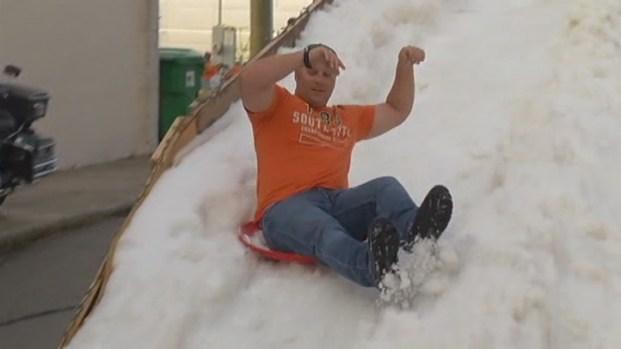 [MI] Ice Skating and a Snow Mountain as Christmas on Las Olas Begins