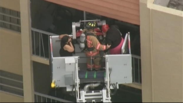 [MI] Ladder Used to Remove 2 People During Lauderhill Fire